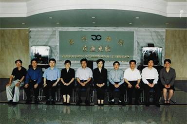 """2001年6月1日,时任副省长叶荣宝等领导来公司检查指导""""三个代表""""学教活动"""