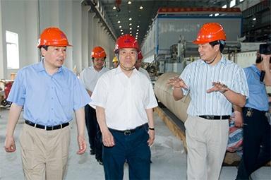 2007年5月25日,时任全国政协常委、经济委员会副主任、中国包装联合会会长石万鹏一行来公司视察