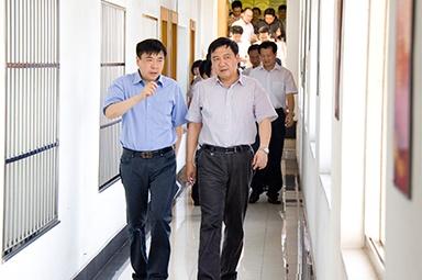 2012年7月5日,时任嘉兴市委书记李卫宁一行调研公司党建工作