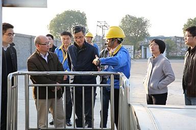 2016年12月8日,时任国家环保部水环境管理司司长张波来公司调研水环境管理工作